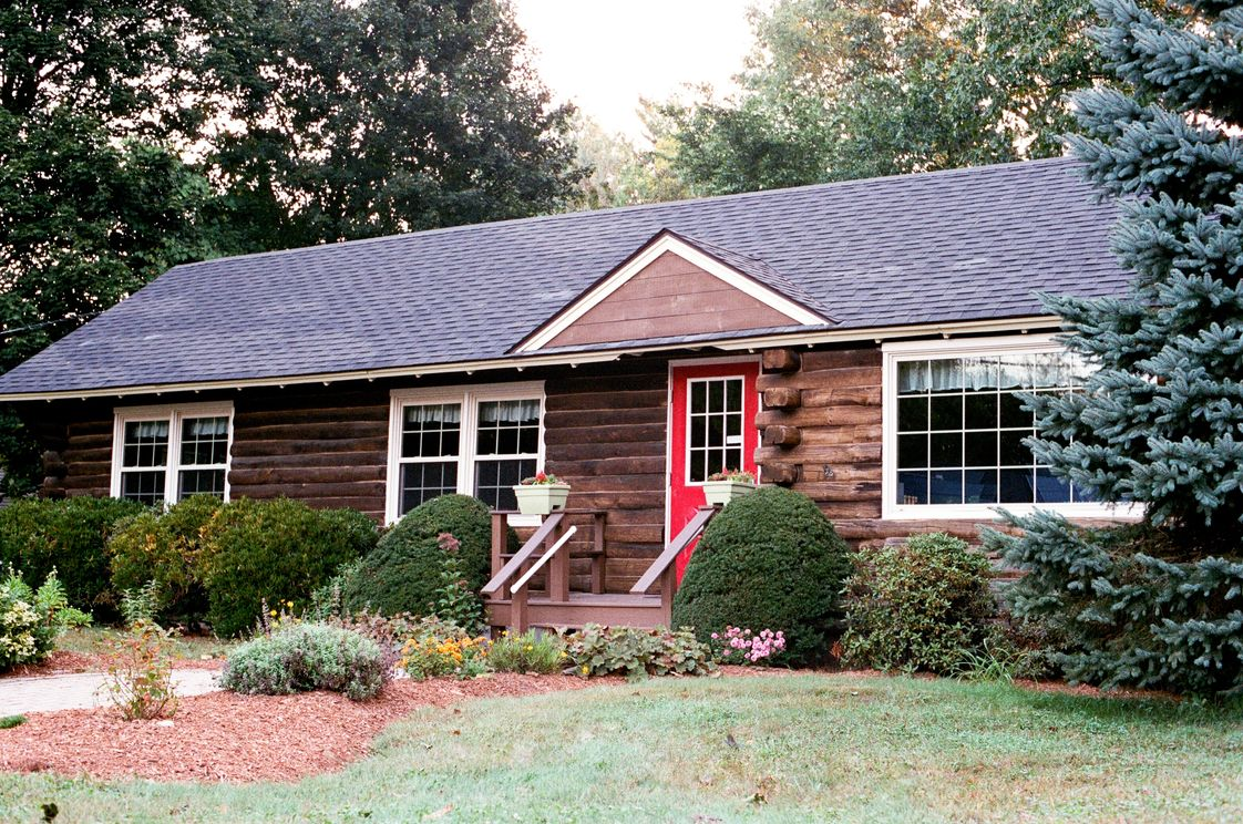 Montessori Children's House Of Auburn Photo #1 - Our Auburn Campus is a Log Cabin!