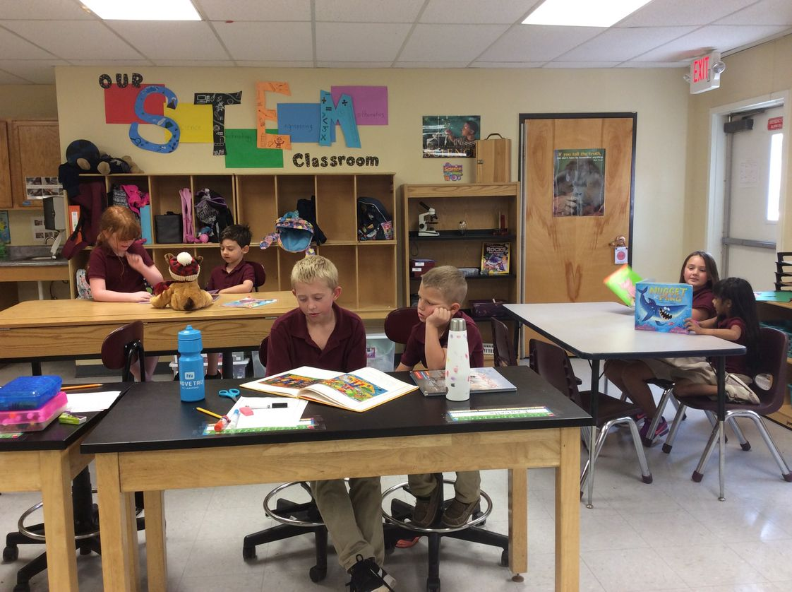 Mountain View Private School Photo - Students collaborate throughout ages and grade levels.