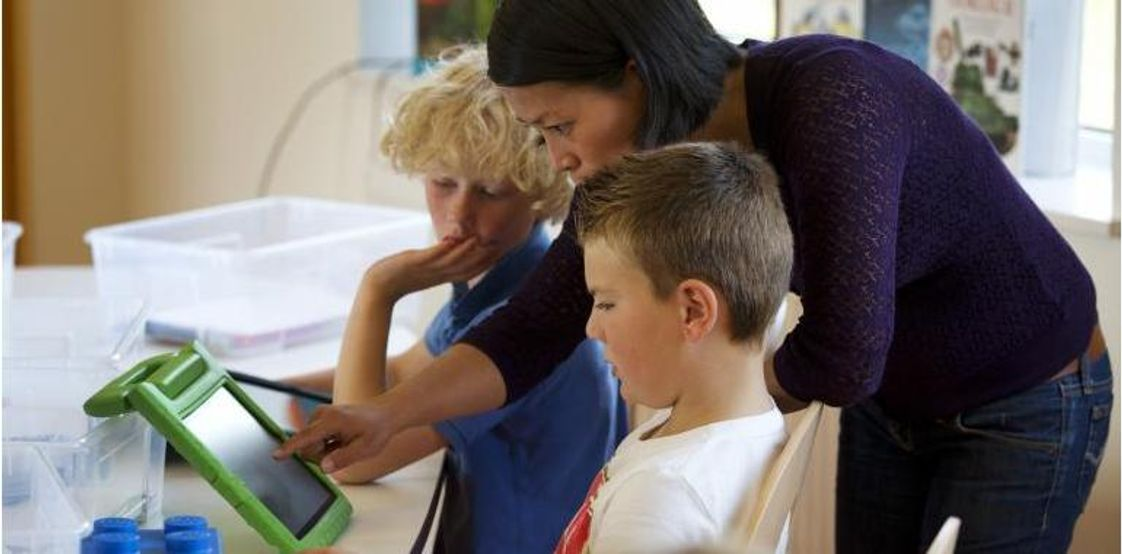 International School of Los Angeles - Lycee International (LILA) - West Valley Campus Photo #1 - All LILA students and teachers have access to personal iPads and SmartBoards and accompanying computers. Our administrative and academic personnel are passionate about keeping our school at the forefront of cutting-edge academic methods. Recently, Campus Director Mehdi Lazar published an article on technology in the classroom. http://www.latribune.fr/blogs/la-tribune-des-expats/20130923trib000786575/la-classe-inversee-une-piste-d-avenir-pour-la-france-.html#!