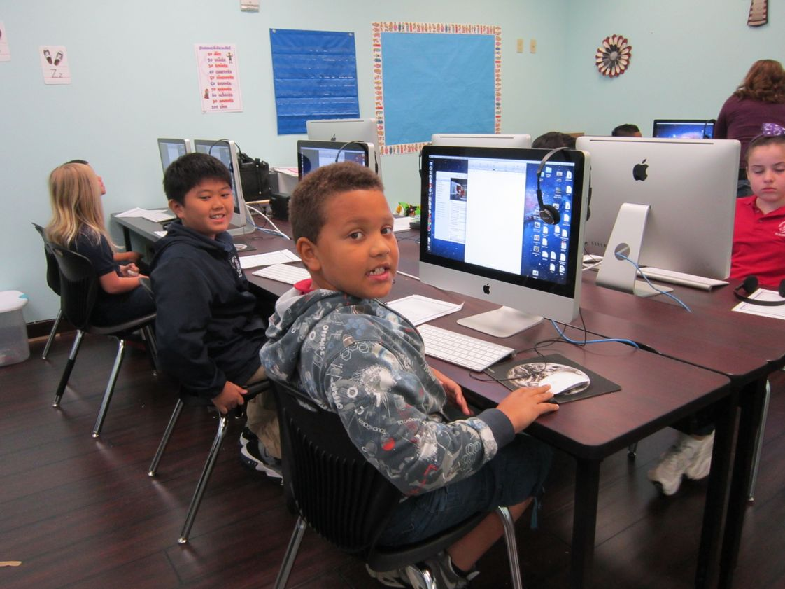 Regency Christian Academy Photo - RCA students using our state-of-the-art MAC lab.